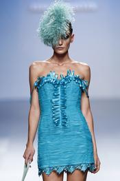 Elegante vestido azul turquesa primavera-verano 2011 de Elio Berhanyer