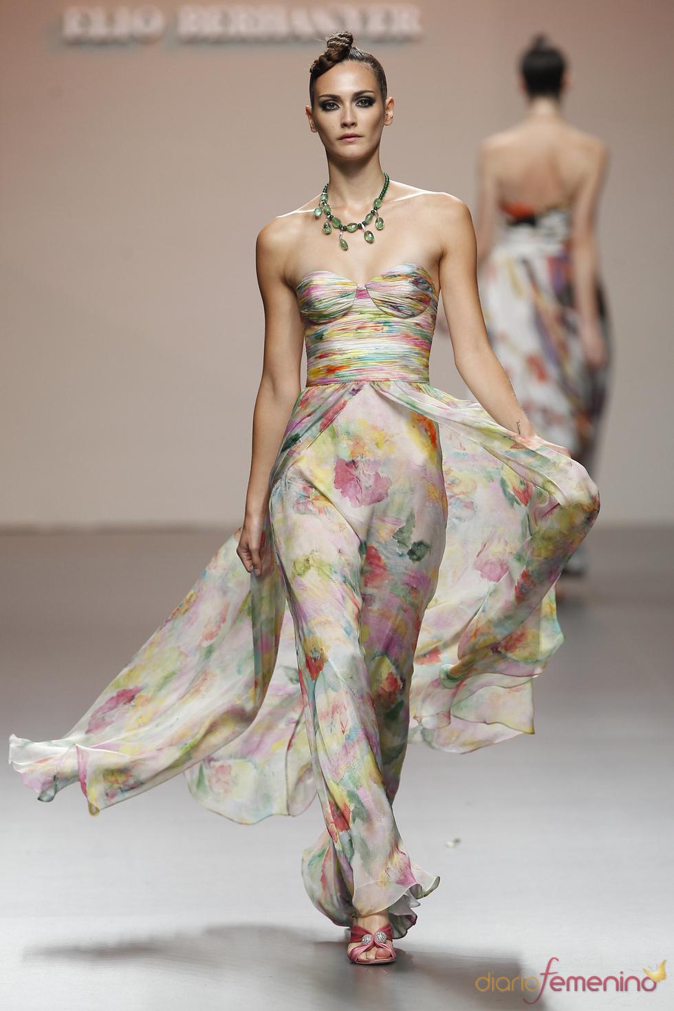 Colorido vestido con vuelo trasero para primavera-verano 2011, Elio Berhanyer