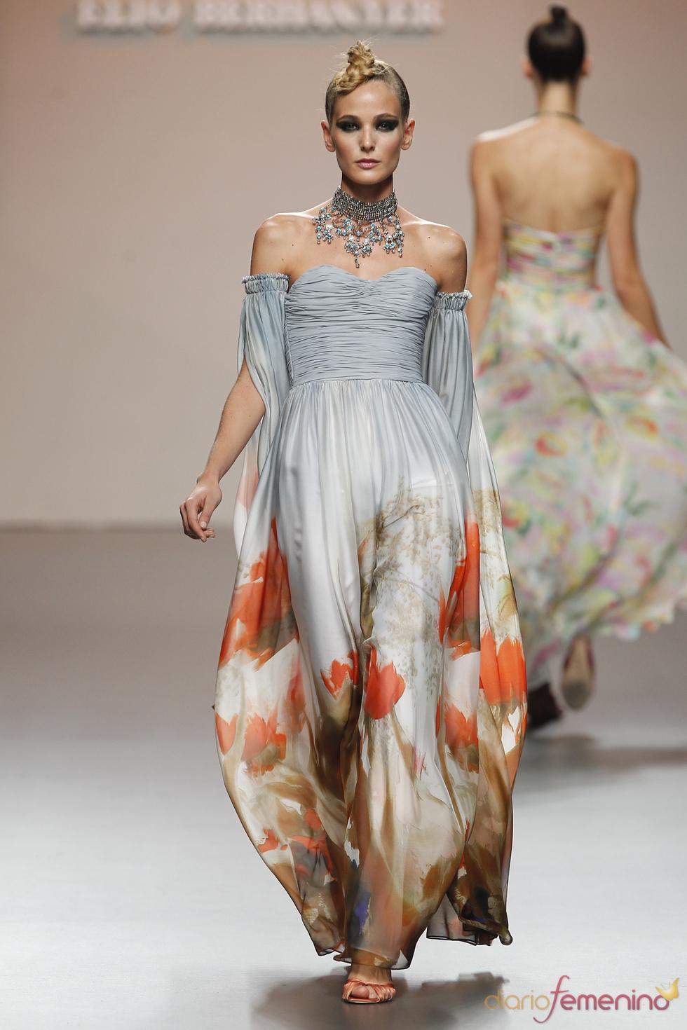 Vestido de noche con mangas de Elio Berhanyer para Cibeles 2011