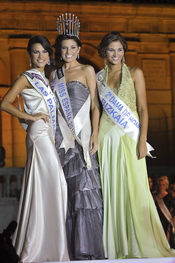 Miss Las Palmas y Miss Bizkaia, damas de honor de Miss España