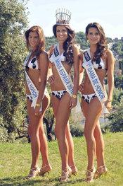 La Miss España 2010 Paula Guilló con las damas de honor de bikini