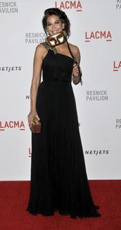 Teri Hatcher con look negro