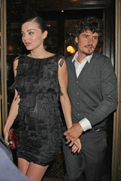 Orlando Bloom y su mujer Miranda Kerr en la Milán Fashion Week