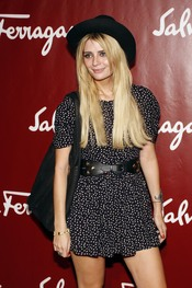 Mischa Barton en la Milán Fashion Week P-V 2011