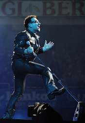 Bono hace vibrar el estadio de Anoeta