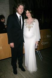 Vera Farmiga y Renn Hawkey en la ópera