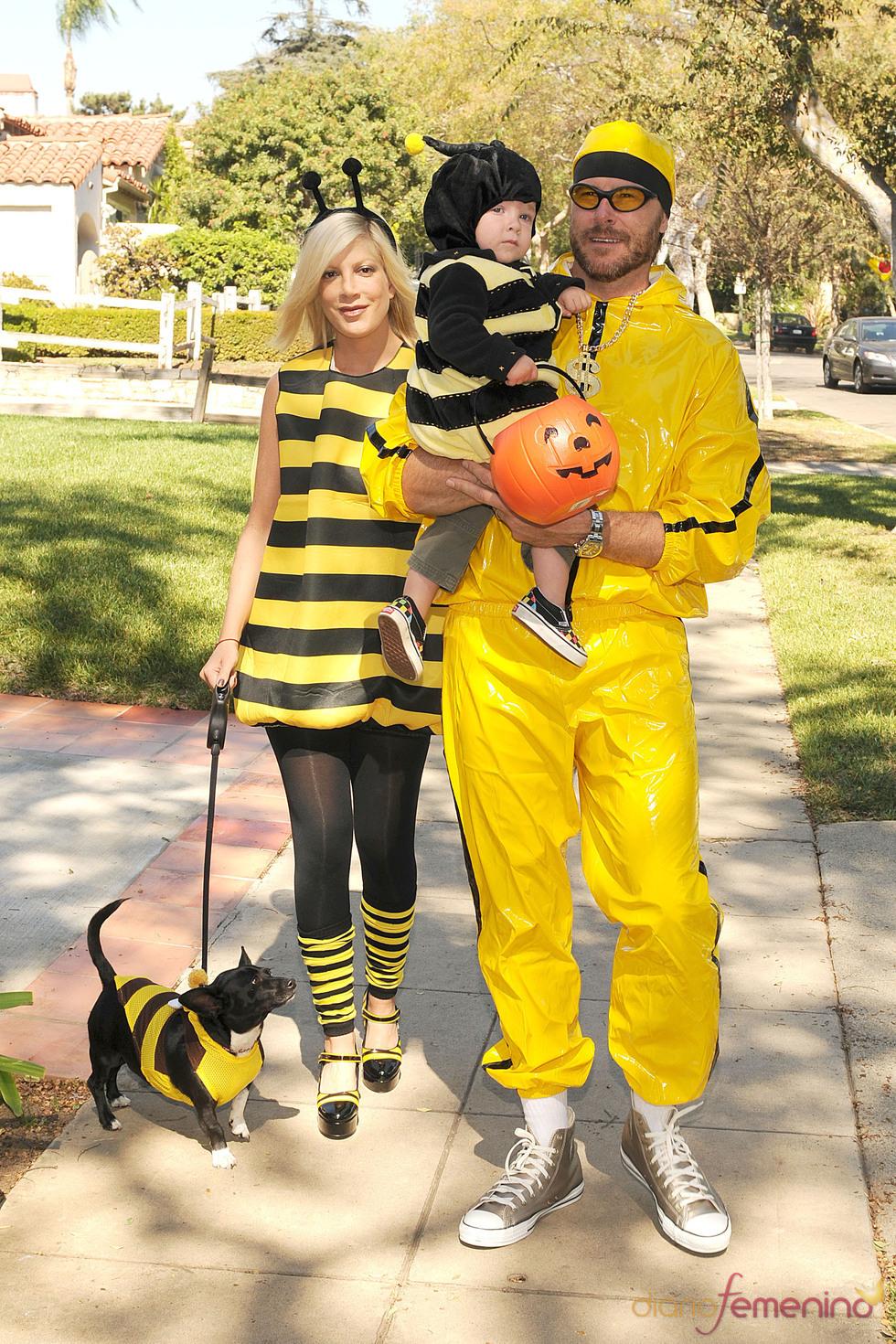 La familia de Tory Spelling disfrazados de avispas en Halloween