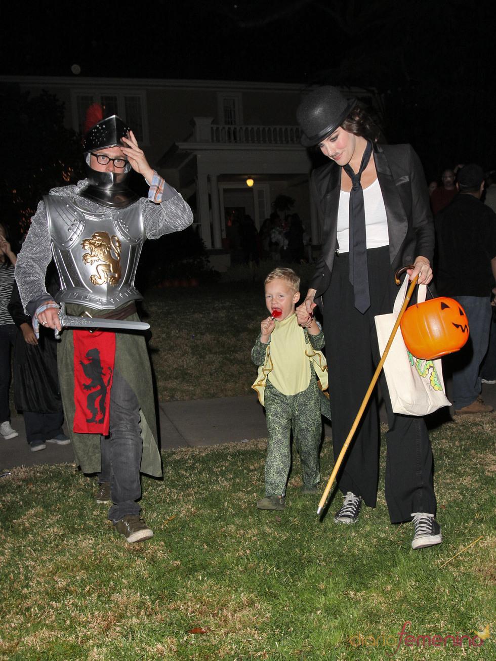 Liv Tyler, su ex-marido Royston Langdon y su hijo Milo William en Halloween