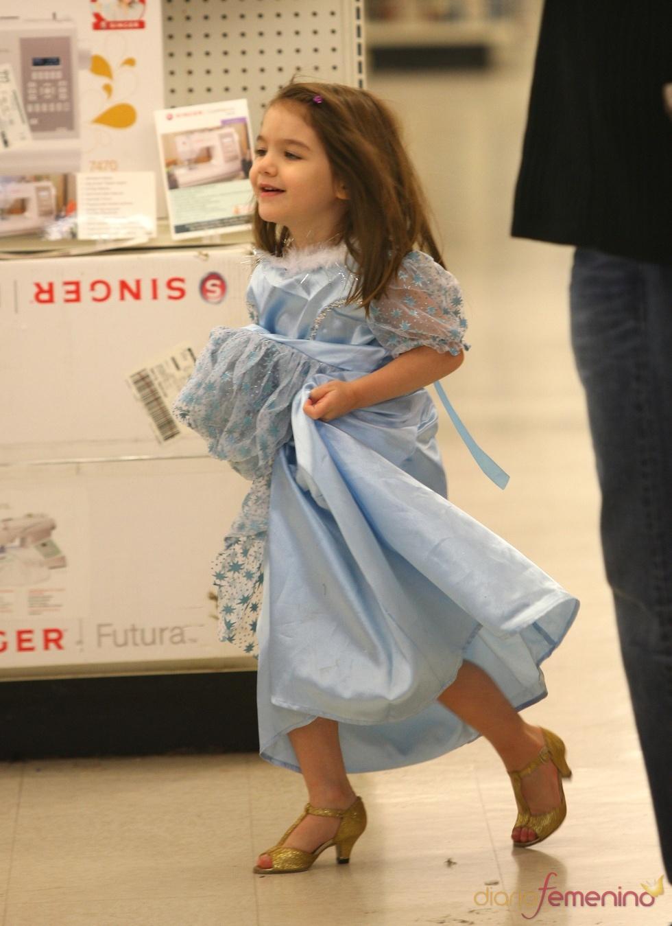La pequeña Suri vestida de princesa en Halloween