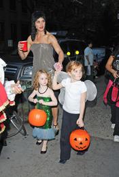 Brooke Shields y sus hijas Grier y Rowan en Halloween