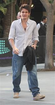 John Mayer, con estilo informal