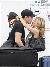 John Mayer besándose con Jennifer Aniston