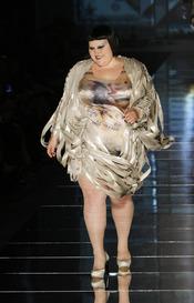 Beth Ditto sorprende en la Paris Fashion Week