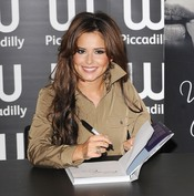 Cheryl Cole presenta su autobiografía 'Through my eyes',