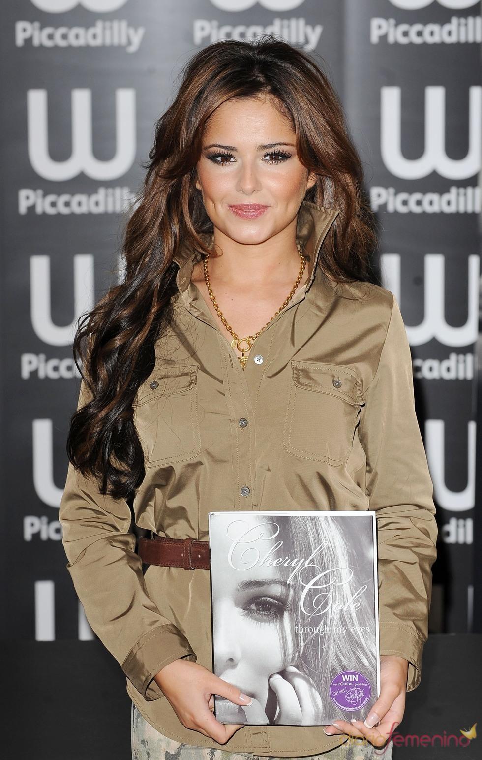 Cheryl Cole repasa su vida en su primer libro