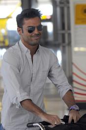 Hugo Castejón en el aeropuerto de Barajas