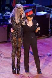Lady Gaga y Yoko Ono homenajean a John Lenon