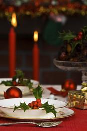 Mesa de Navidad con velas rojas