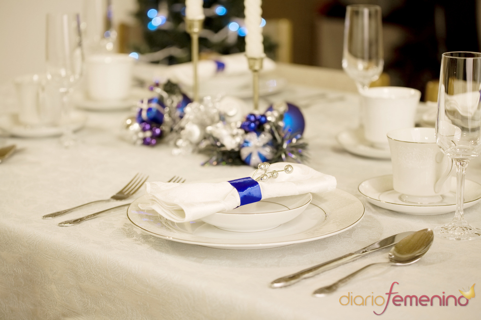 Mesa de Navidad con detalles en azul klein