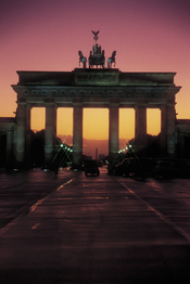Puerta de Brandenburgo, de noche, en Berlín