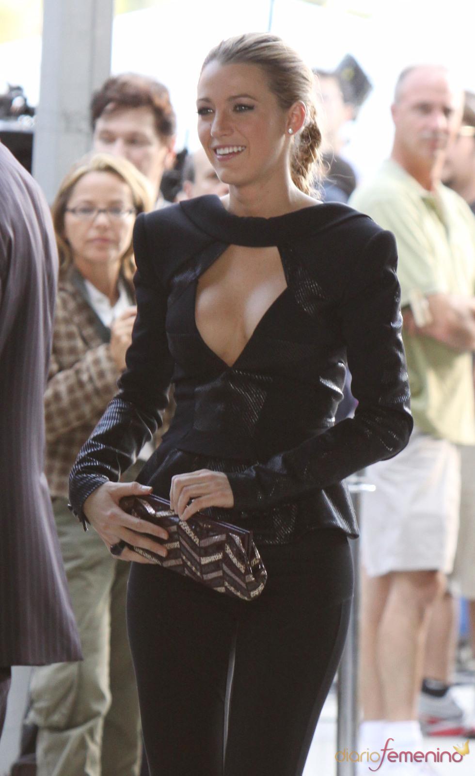 La actriz de Gossip Girl con un traje negro escotado