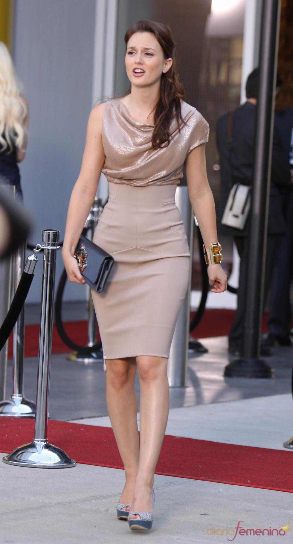 Leighton Meester muy elegante con este vestido en nude