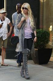 Taylor Momsen luce unas botas de caña XXL