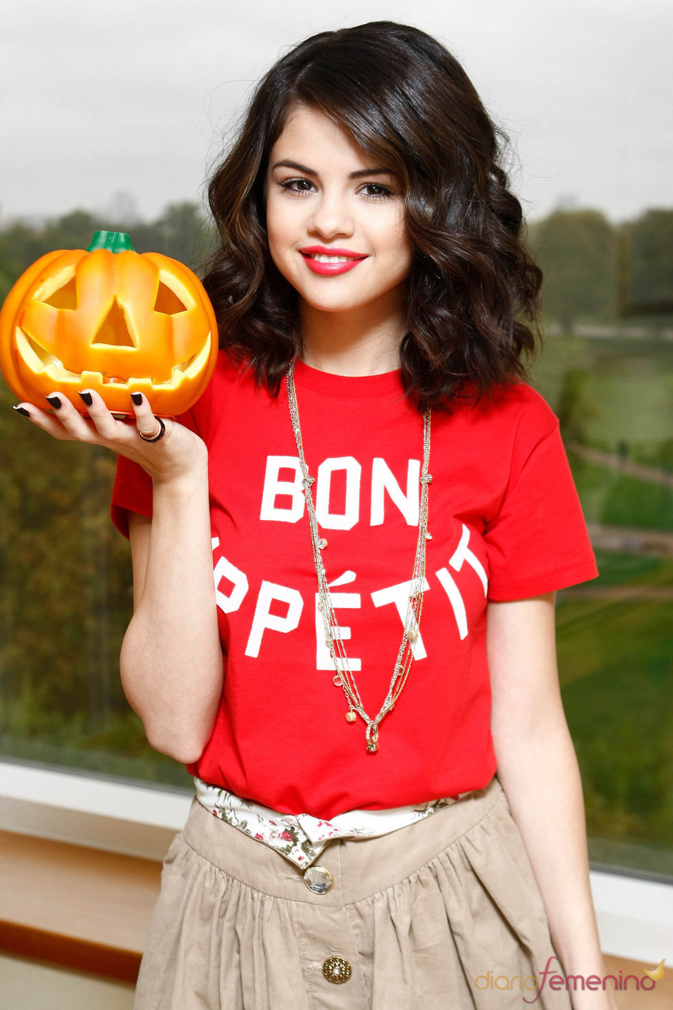 Selena G  Mez Se Prepara Para Halloween