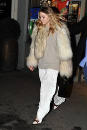 Mery-Kate Olsen con una chaqueta de pelos