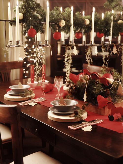 Mesa de navidad con llamativos candelabros decoraci n de - Decoracion mesas navidenas ...