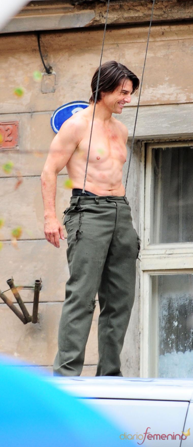 Tom Cruise, con el torso al descubierto