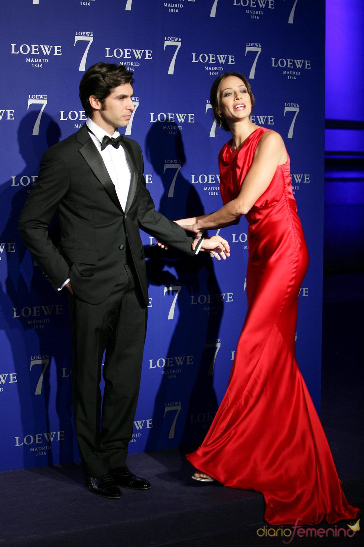 Cayetano Rivera y Eva González muy divertida en la presentación de Loewe Madrid 07/10/2010