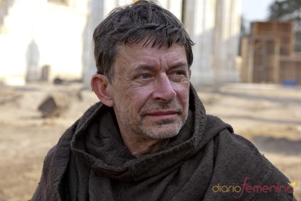 John Pielmeier como Cuthbert en 'Los pilares de la Tierra'