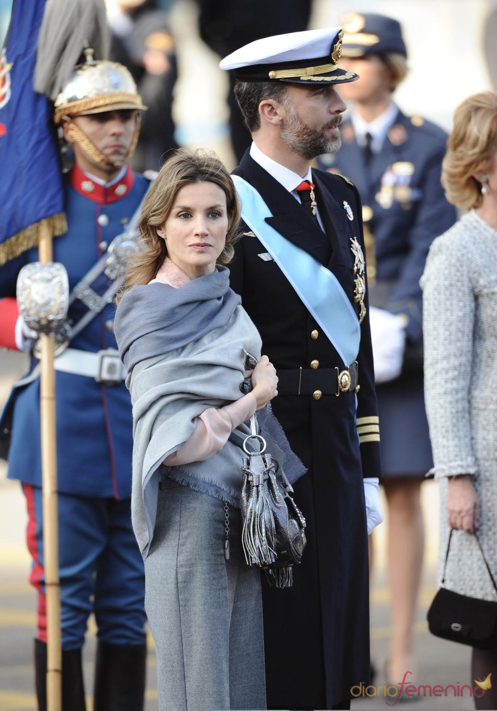 Letizia Ortiz muy sencilla en el desfile de las Fuerzas Armadas