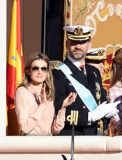 La princesa Letizia se protege del sol en la Castellana