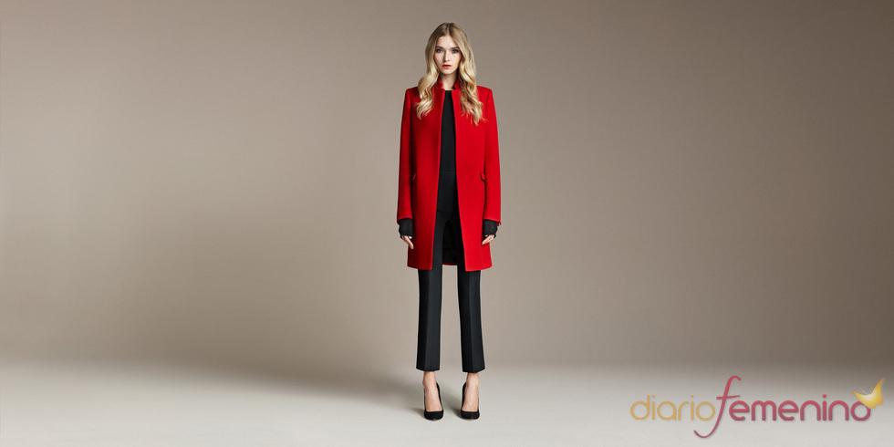 Abrigo rojo intenso de zara