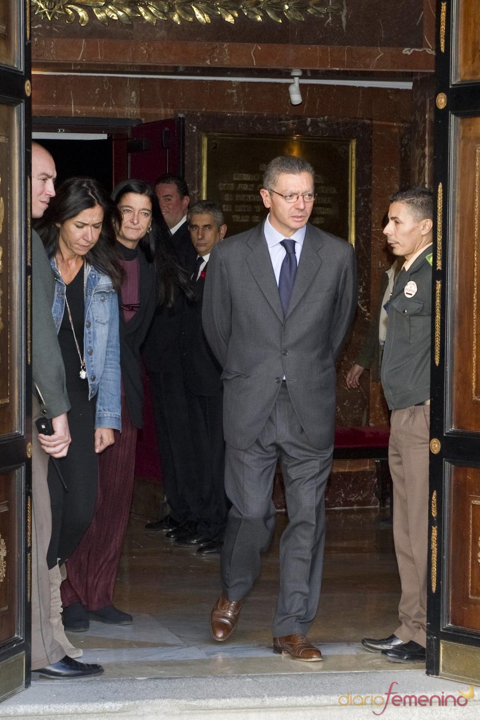 Alberto Ruiz Gallardón da el último adiós a Manuel Alexandre