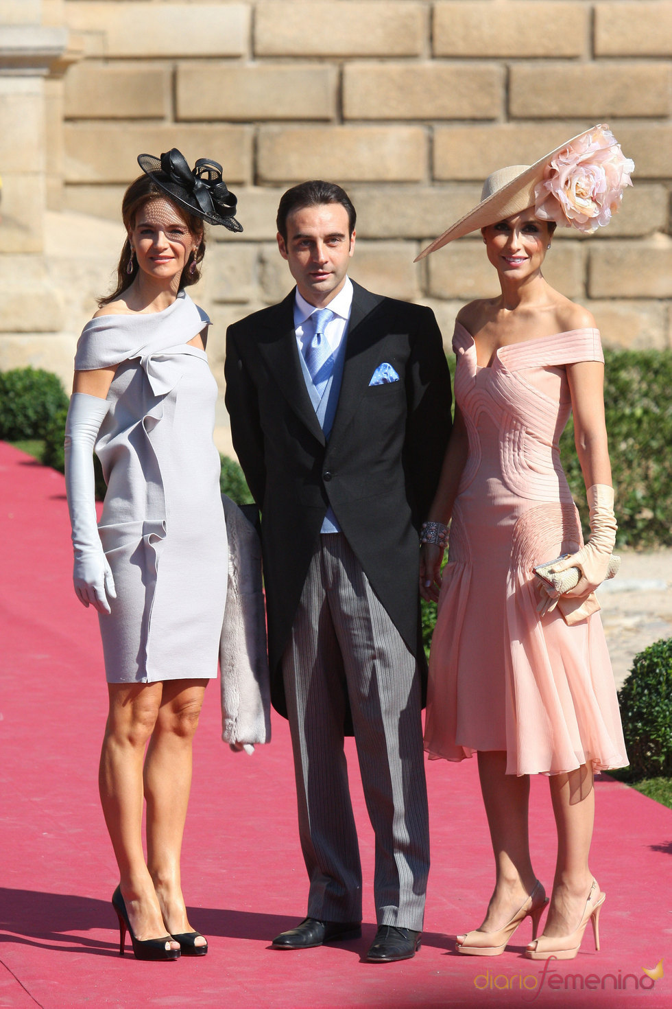 Enrique Ponce y Paloma Cuevas en la boda de Rafael Medina y Laura Vecino
