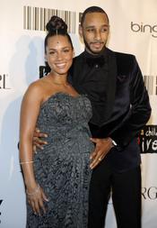 Alicia Keys posa radiante y embarzada