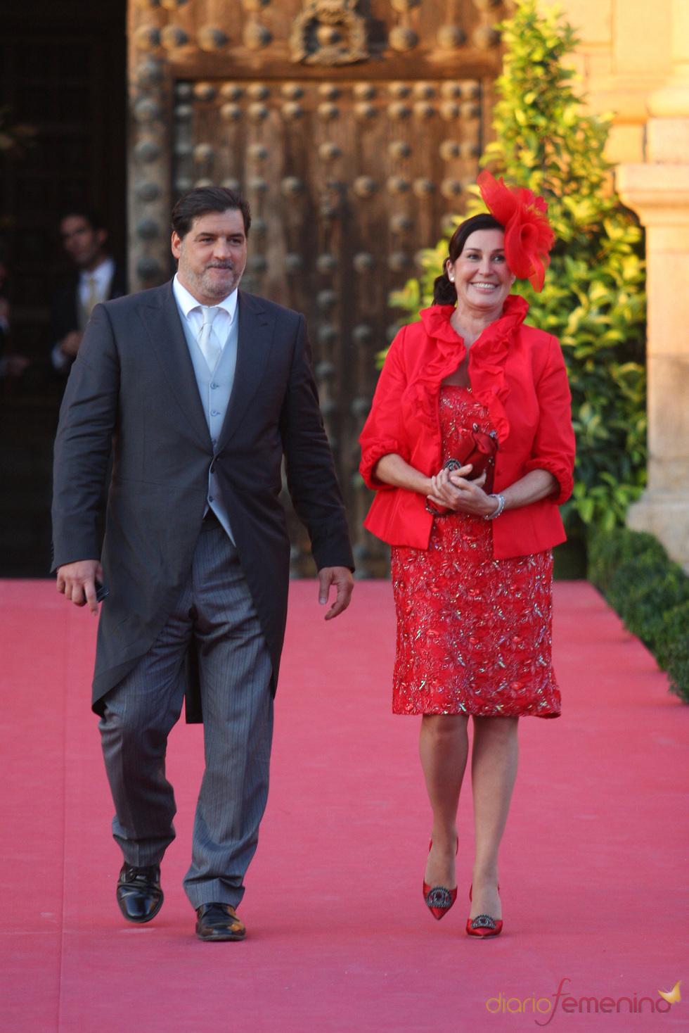 Carmen Martínez Bordiú y José Campos en la boda de Rafael Medina