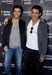 Miguel Ángel Silvestre y Antonio Velánquez, dos actores de la mini serie 'Alakrana'