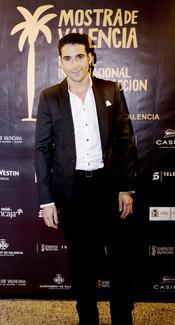 Miguel Ángel Silvestre con vestimenta más formal en la presentación de 'Alakrana'