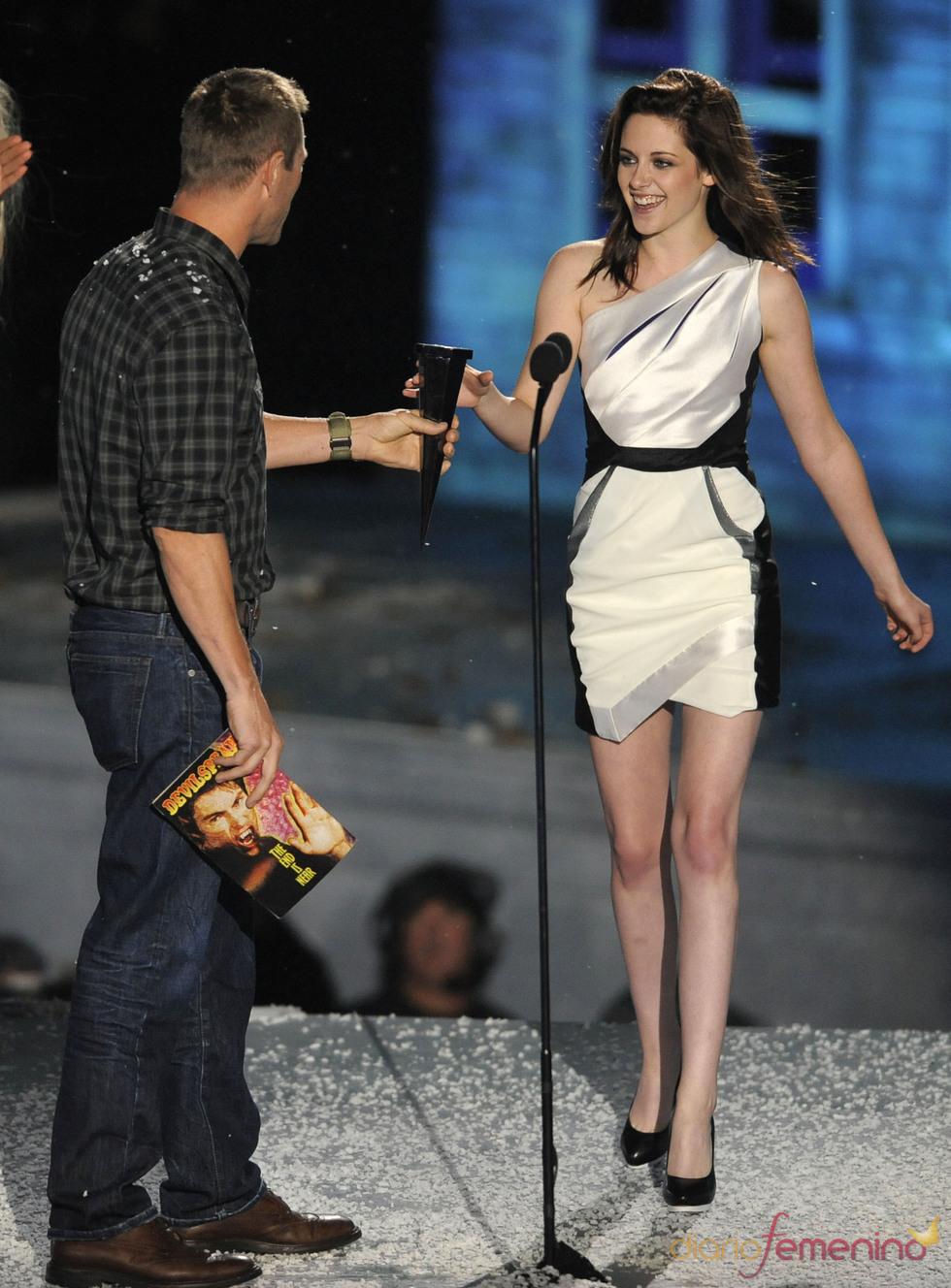 Kristen Stewart en el escenario de los Scream Awards