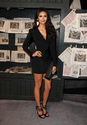 Nina Dobrev llegando a los Scream Awards