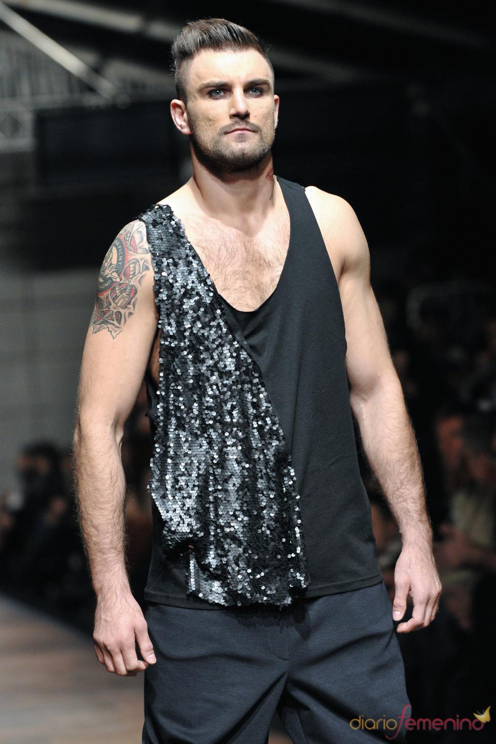 Camiseta para hombre con lentejuelas de Monika Ptaszek para la Poland Fashion Week
