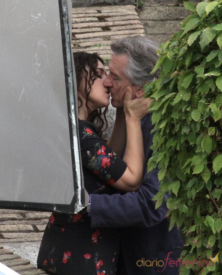 Beso de Monica Bellucci y Robert de Niro