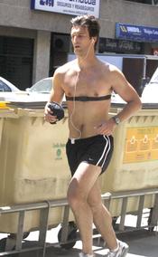 El Duque de Feria haciendo deporte en la calle