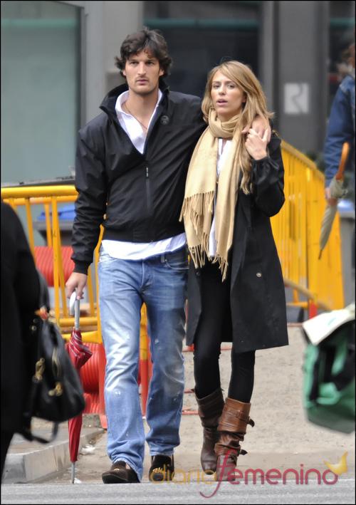 Rafael Medina y Laura Vecino dando un paseo