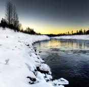 Un río nevado en Laponia