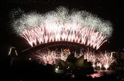 Fuegos artificiales sobre la Opera de Sidney en fin de año